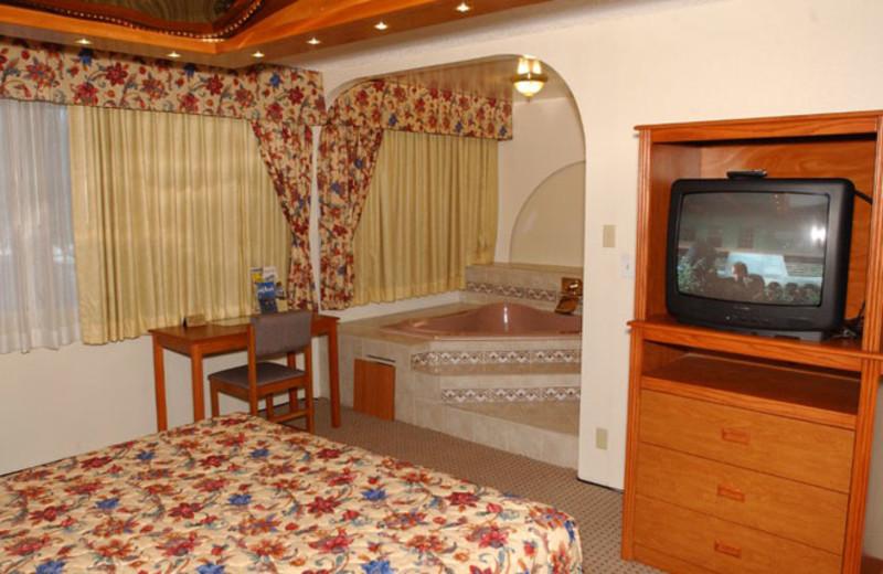 Guest jacuzzi suite at Vagabond Inn Long Beach.