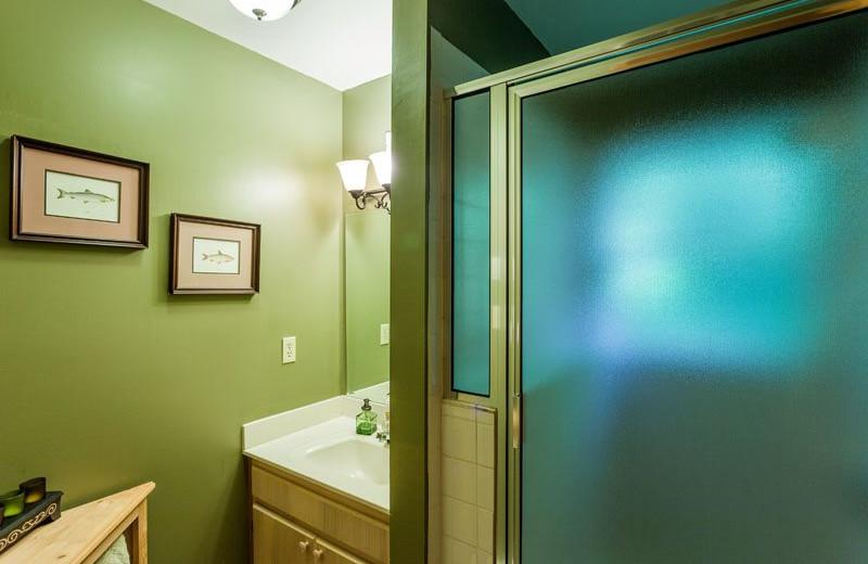 Cabin bathroom at Mountain Oasis Cabin Rentals.