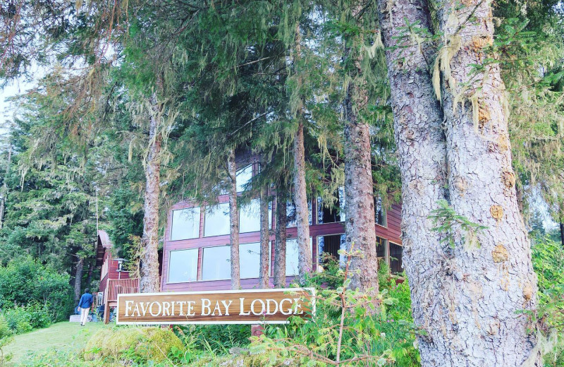 Exterior view of Favorite Bay Lodge.