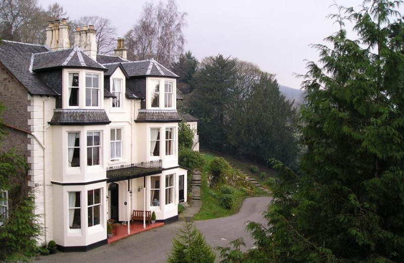 Exterior view of Abbot's Brae Hotel.
