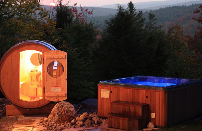 Sauna and hot tub at Fiddler Lake Resort.
