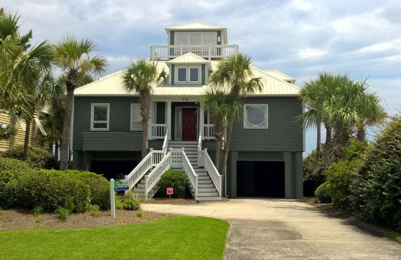 Rental exterior at East Islands Rentals.