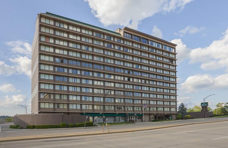 Exterior view of Quality Inn & Suites Cincinnati Downtown.