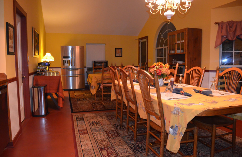 Dining area at Country Place Bed & Breakfast.