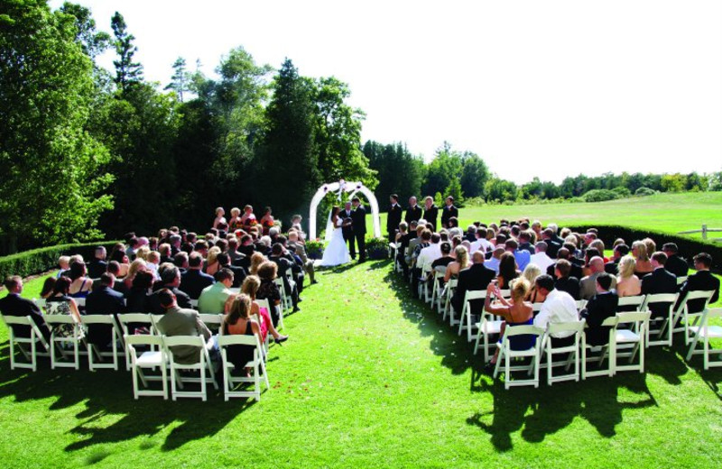 Outdoor wedding at The Inn at Stonecliffe.