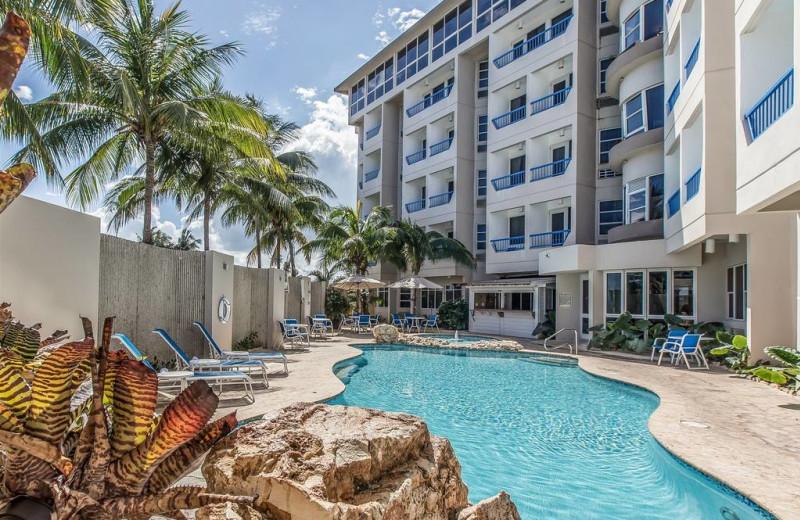 Outdoor pool at Comfort Inn & Suites, San Juan Levittown.