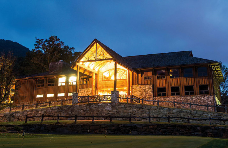 Exterior view of Laurel Ridge Country Club & Event Center.