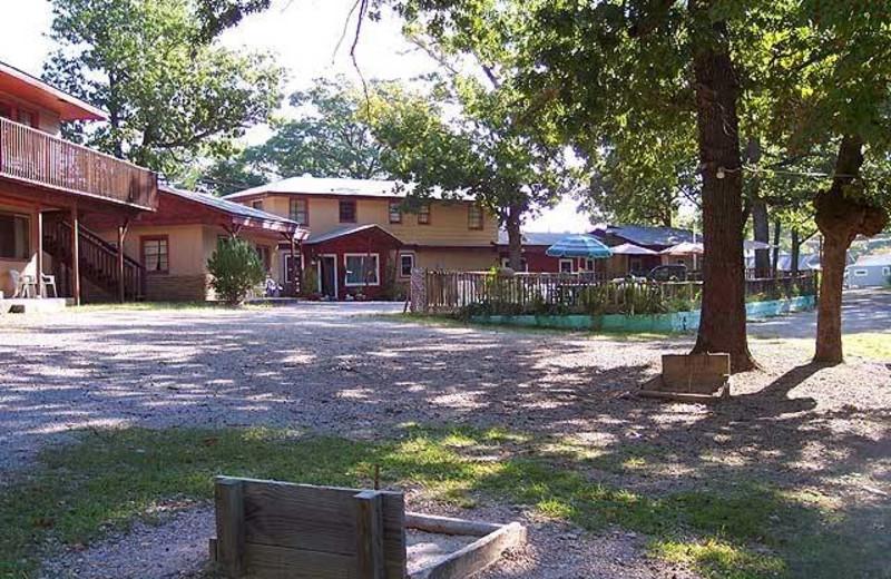 Exterior view of Driftwood Resort.