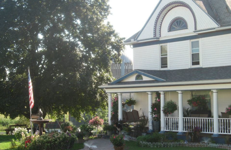 Exterior view of Country Haven B&B.