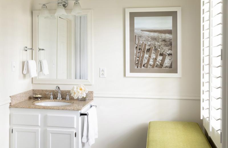 Guest bathroom at Vineyard Square Hotel & Suites.