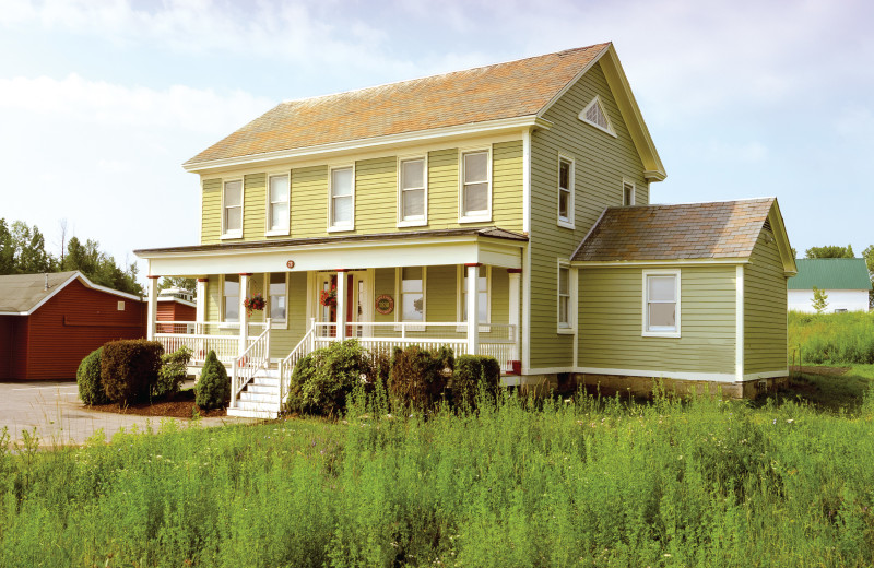 Rich in history and overlooking the beautiful Apple Island Marina, the L.L. Mott House is both the oldest and newest accommodation to be offered at Apple Island Resort.  Remodeled with exquisite attention to detail, the historic house gives the architectural feel of an 1830s farmhouse while offering the latest in modern conveniences for groups or families.
