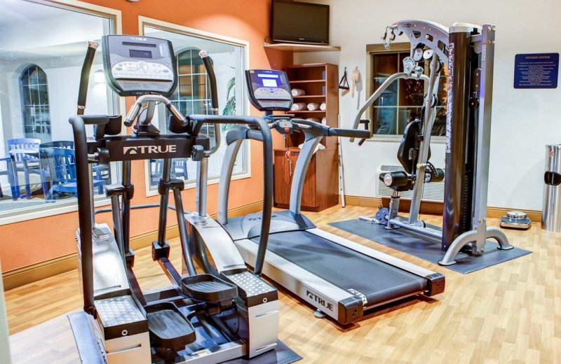 Fitness room at Comfort Suites Stevensville - St. Joseph.