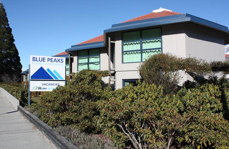 Exterior view of Blue Peaks Luxury Apartments & Motor Lodge Queenstown.