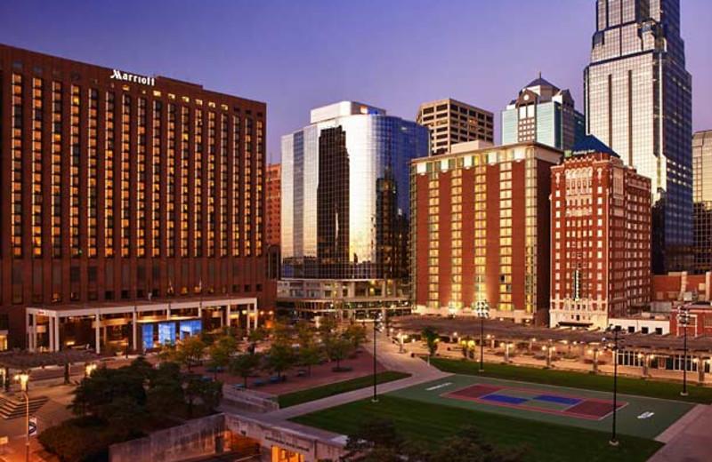 Exterior view of Kansas City Marriott Downtown.