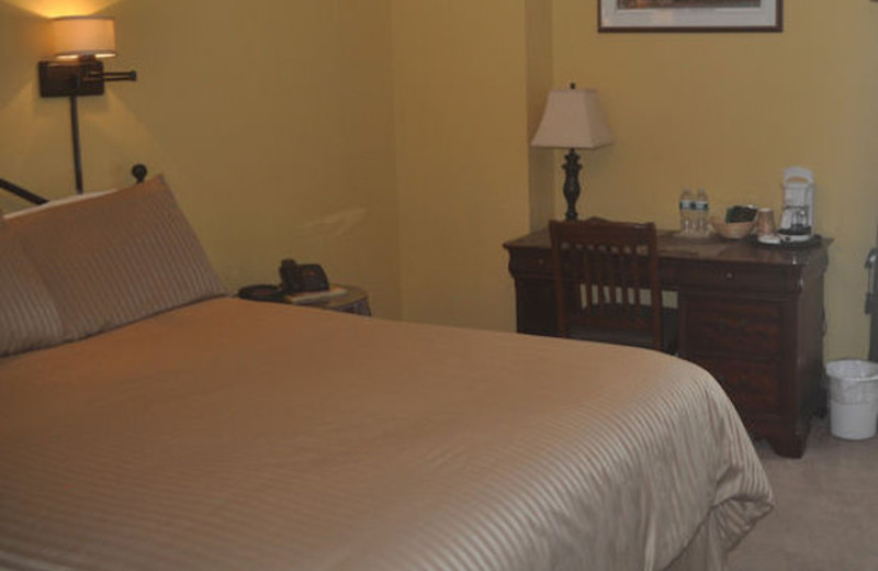 Guest room at Essex Street Inn Newburyport.