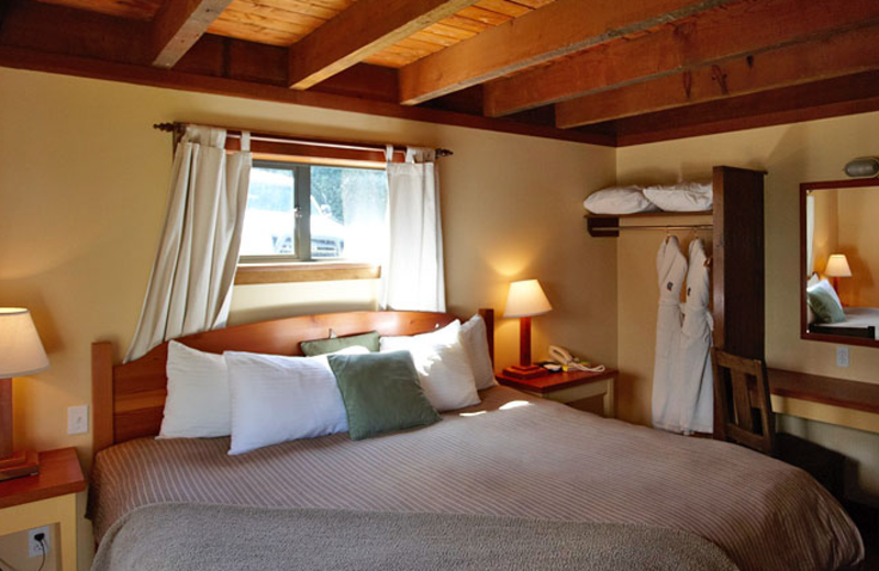 Guest bedroom at Middle Beach Lodge.