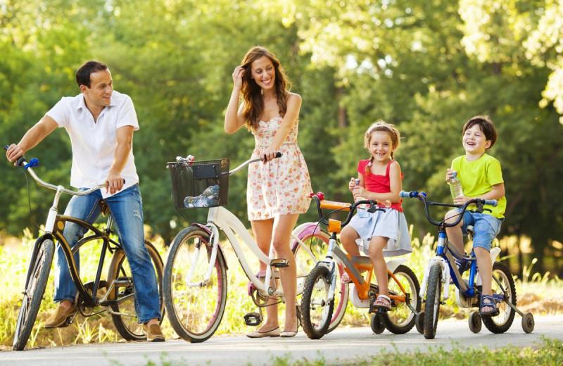 Family biking at Villas of Grand Cypress.