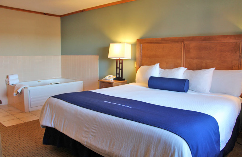 Guest room with hot tub at Sevenwinds Casino, Lodge & Convention Center.