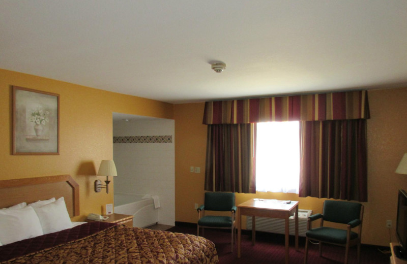 Guest room at Parkfield Inn Warsaw.
