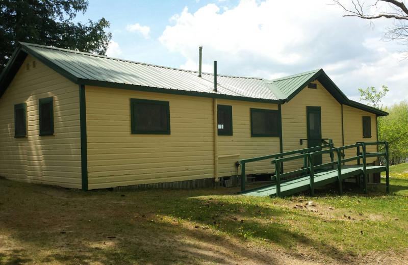 Cabin exterior at Eagle Ridge Resort.