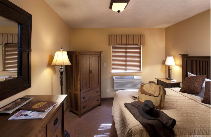 Guest room at Cheyenne Ridge Signature Lodge.