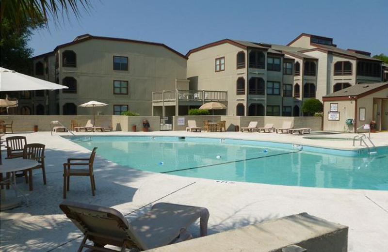 Vacation rental outdoor pool at Myrtle Beach Vacation Rentals.