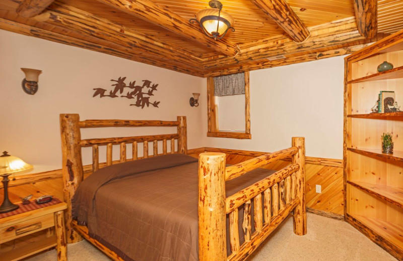 Guest bedroom at Sojourner's Lodge & Log Cabin Suites.