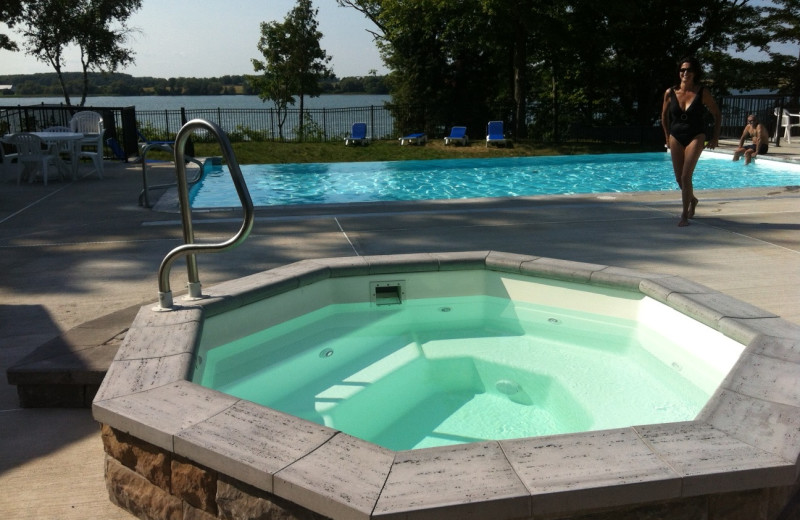 Hot tub at Sandbanks Summer Village Cottage Resort.
