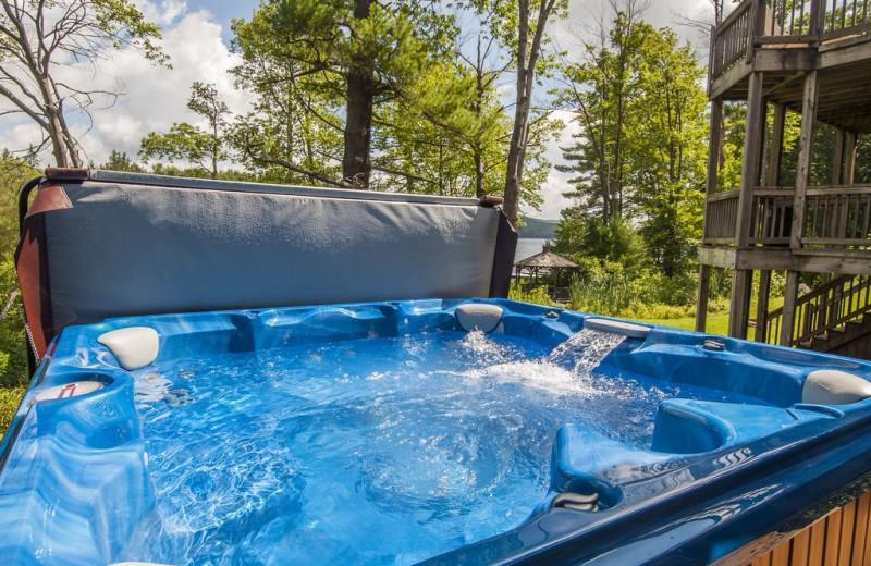 Rental hot tub at Taylor-Made Deep Creek Vacations.