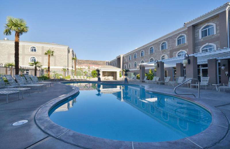Pool at The Best Western Abbey Inn Hotel.