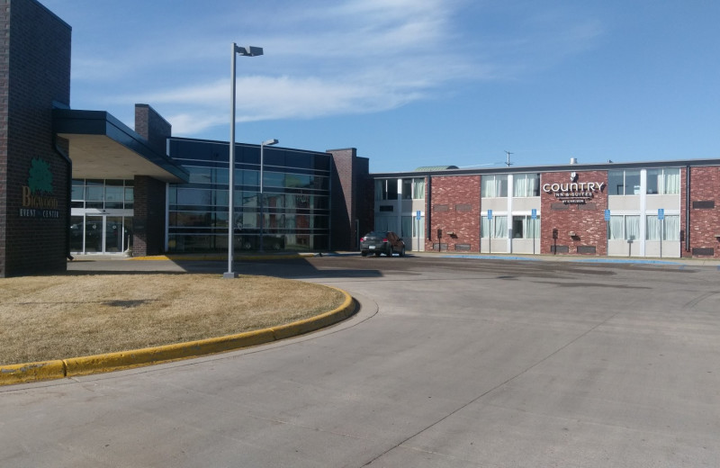 Exterior view of Country Inn & Suites - Fergus Falls.