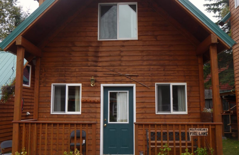 Cabin exterior at Kenai River Drifter's Lodge.