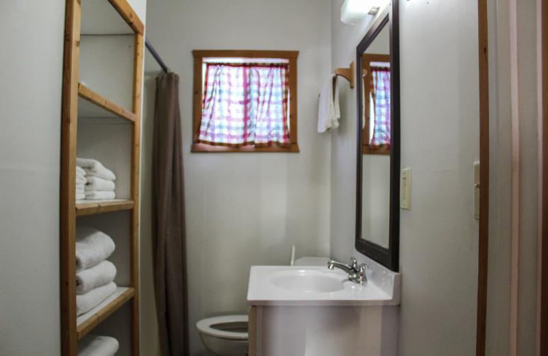 Guest cabin bathroom at River Bend's Resort & Walleye Inn.