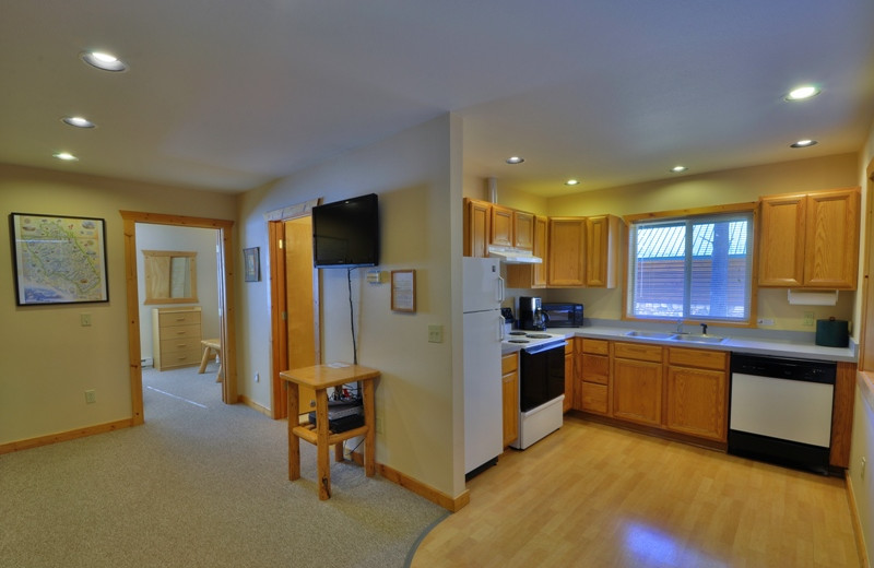 All of our cabins have complete kitchens with an additional propane BBQ grill if you would like to spend the night away from the restaurants.