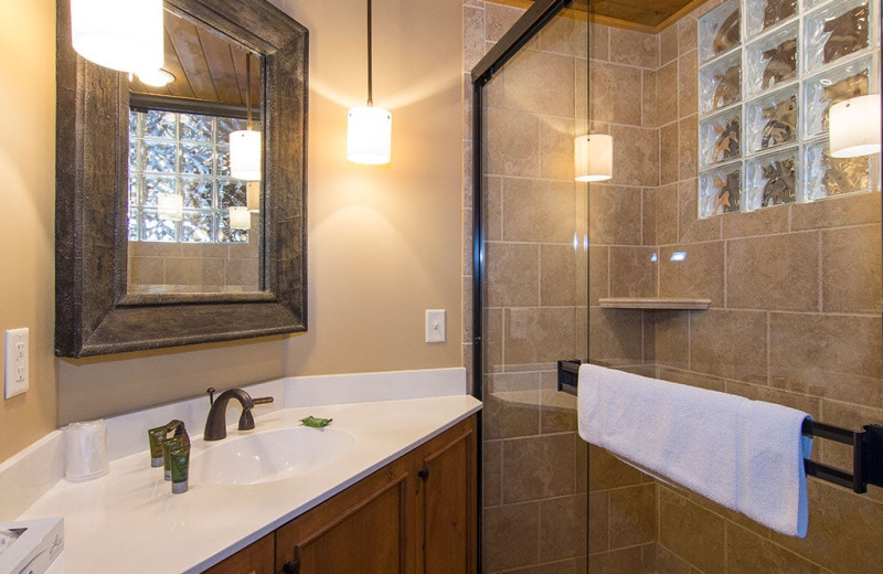 Guest bathroom at Grand Superior Lodge on Lake Superior.