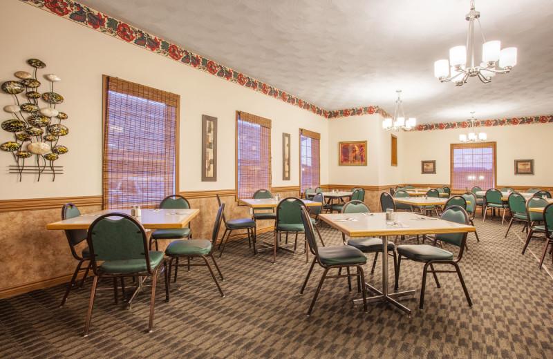 Dining at Atlantic Inn Woodstock.