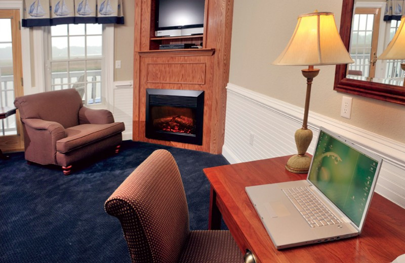 Guest room with fireplace at Smithfield Station.
