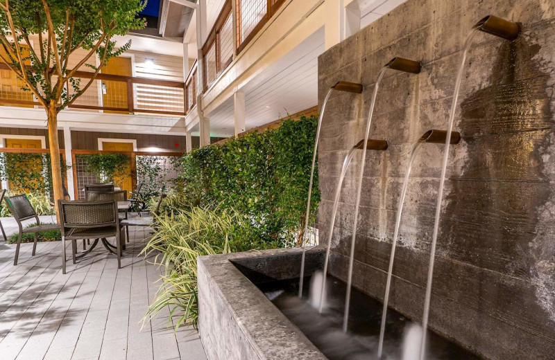 Courtyard at Best Western Plus Stevenson Manor Inn.
