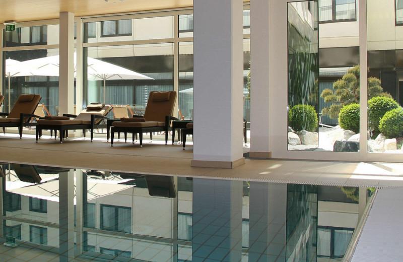 Indoor pool at Atrium Hotel Nürnberg.