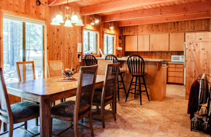 Vacation Rental Kitchen And Dining Room At Vacasa Rentals Sunriver.