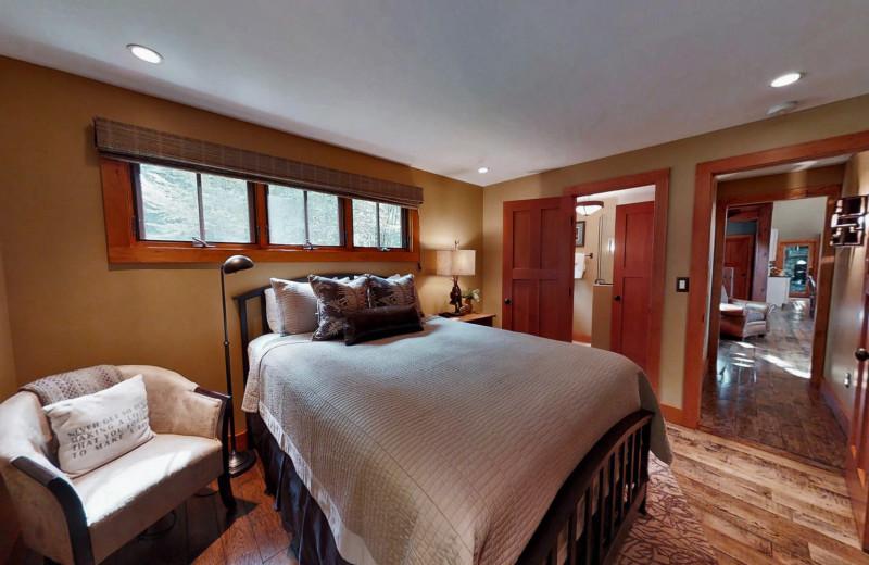 Queen Guest Bedroom, Luxury Cabin NC