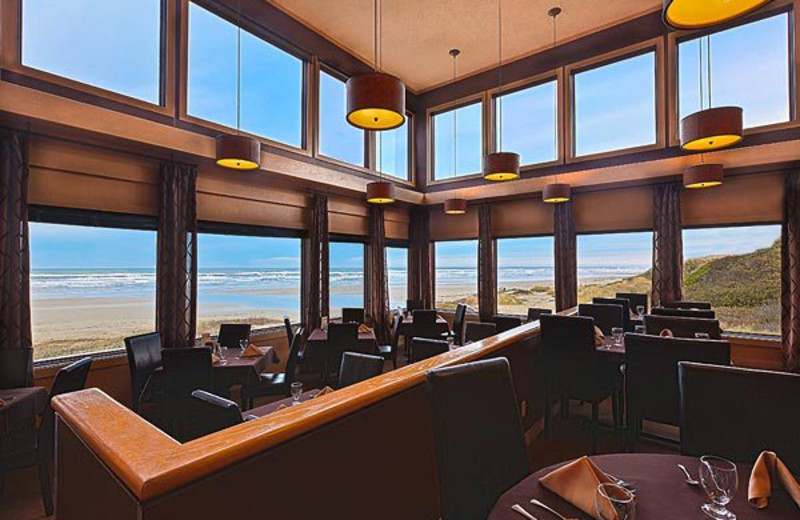 Restaurant and Lounge at Driftwood Shores Resort.
