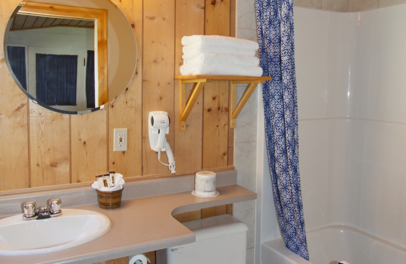 Guest bathroom at Overlander Mountain Lodge.