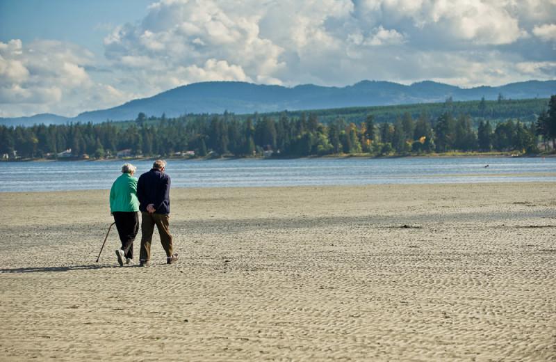 Beach near Sunrise Ridge Waterfront Resort.