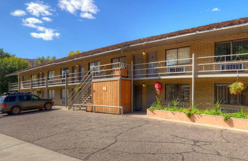 Exterior view of Moab Rustic Inn.