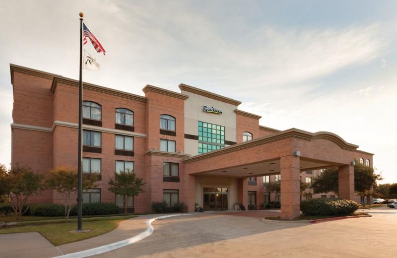 Exterior view of Radisson Hotel Dallas North Addison.
