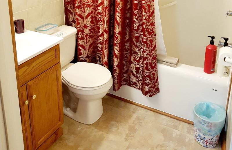 Cottage bathroom at Expanse Cottages.
