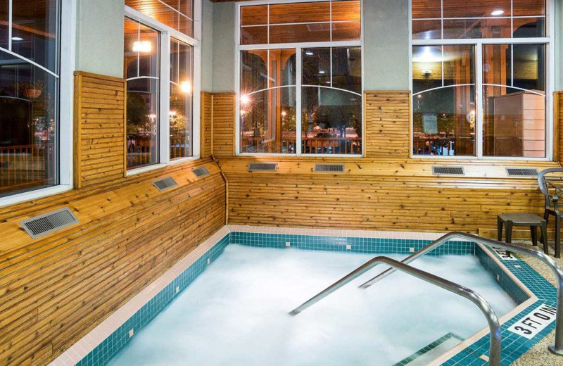 Hot tub at Comfort Suites Canal Park.