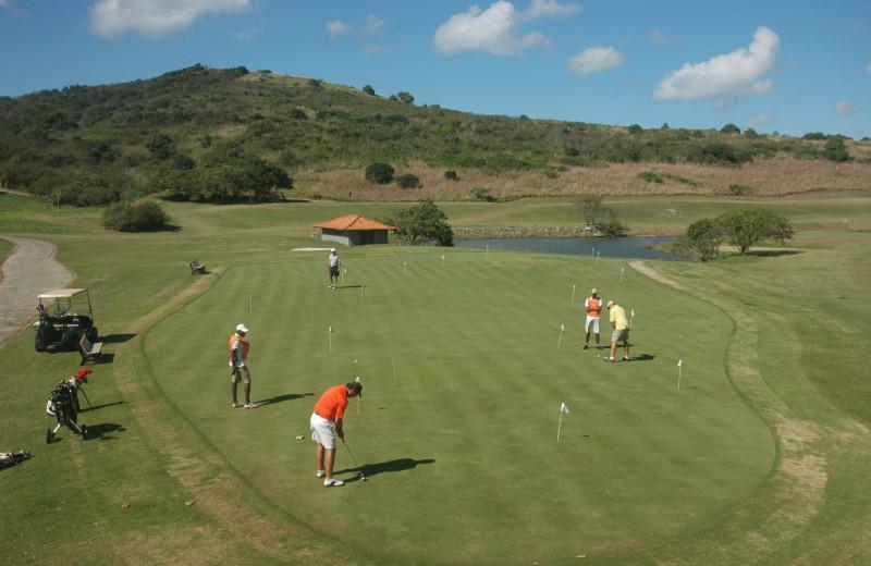 Putting at Búzios Golf Club & Resort.
