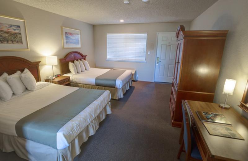 Guest room at Chablis Inn Napa Valley.